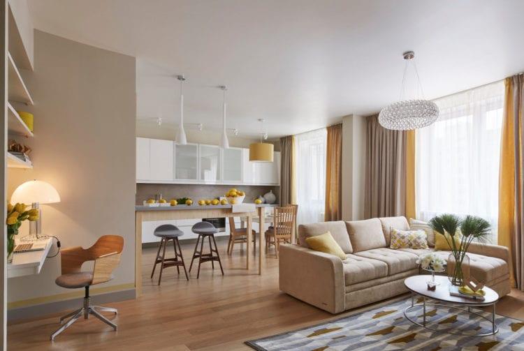 Светлая гостиная, включенная в единое пространство квартиры-студии