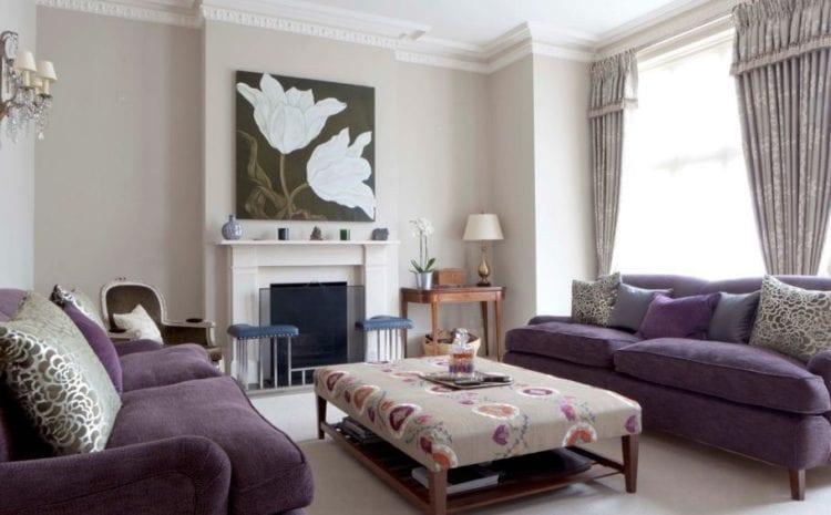 Фиолетовый диван в интерьере гостиной
