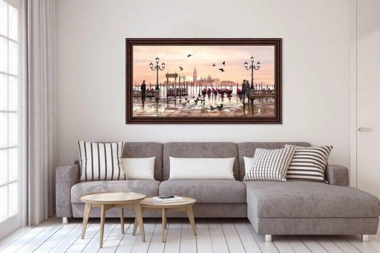 Картина в интерьере гостиной
