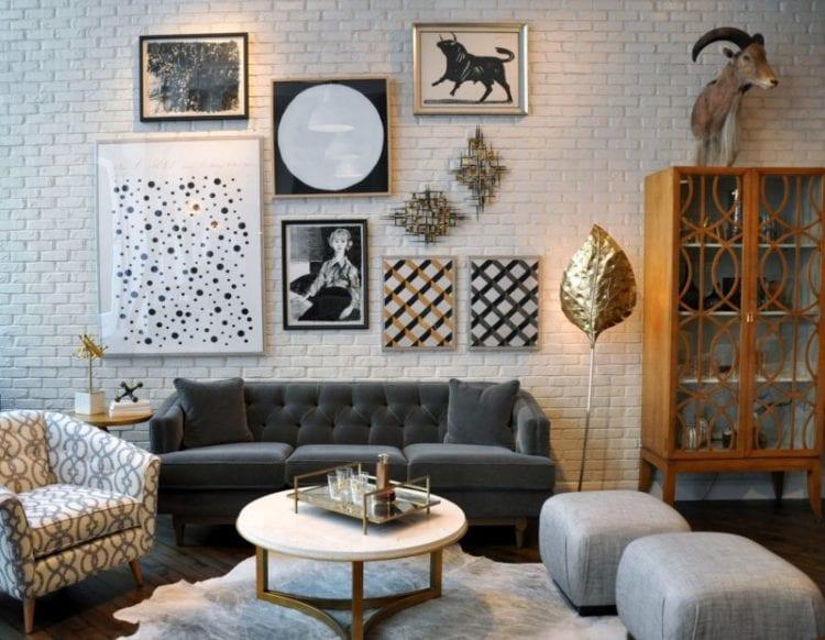 Дизайн гостиной с оформленной белой кирпичной стеной