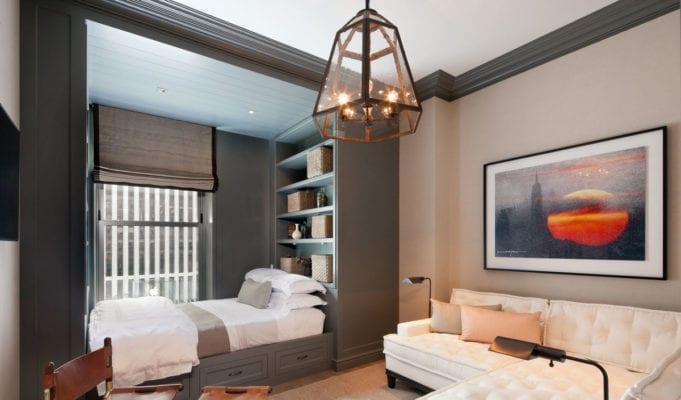 Кровать в гостиной