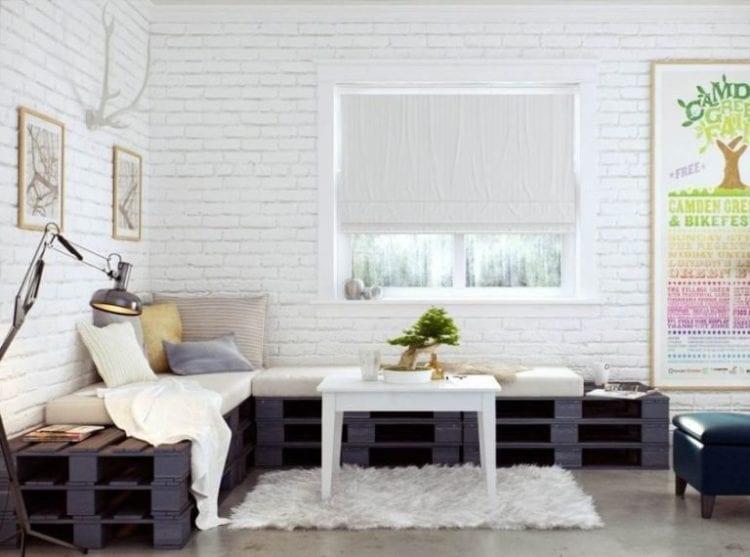 Стена из белого кирпича в интерьере гостиной