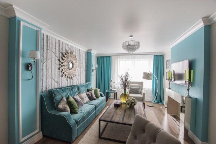 Интерьер с бирюзовым диваном