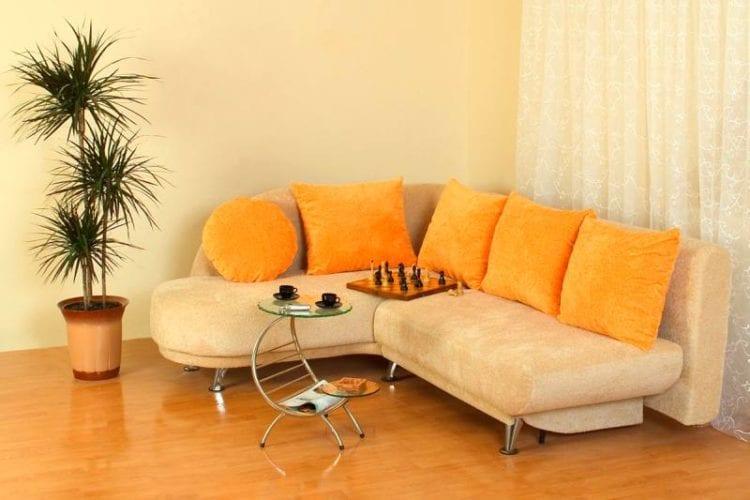 Небольшой угловой диван в гостиную