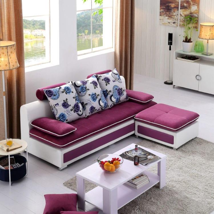 Угловой диван в небольшой комнате