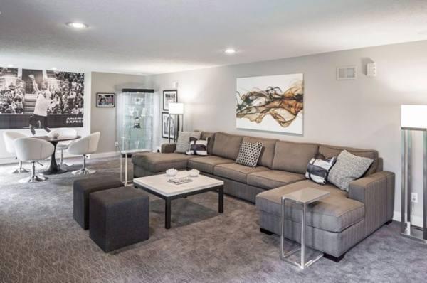 Серый угловой диван в интерьере