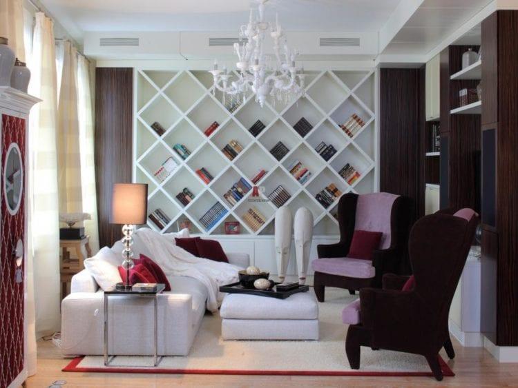 Варианты использования стеллажей в гостиной
