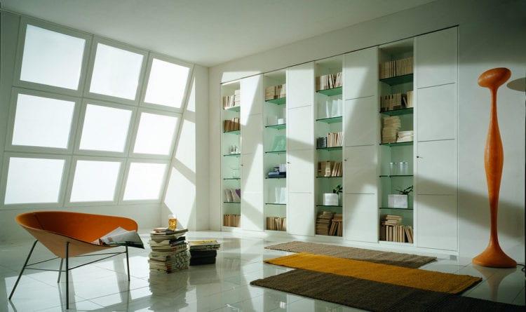 Стеклянные стильные стеллажи для гостиной