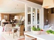 Перегородка между кухней и гостиной