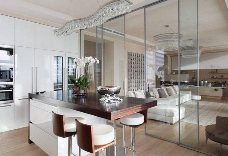 Межкомнатные перегородки из стекла в гостиную