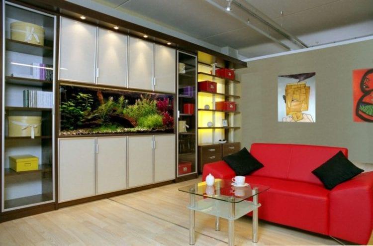 Интерьер гостиной со встроенным шкафом купе