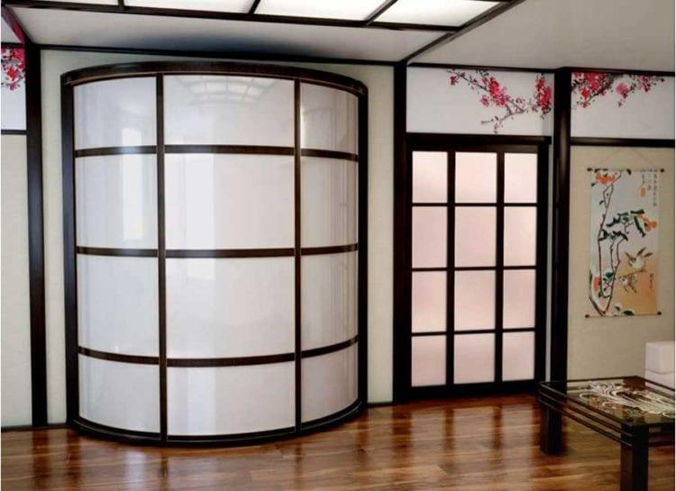 Радиусные шкафы купе со стеклом