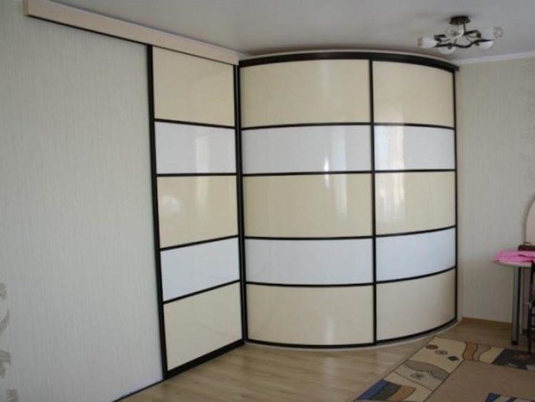 Светлые радиусные шкафы фото