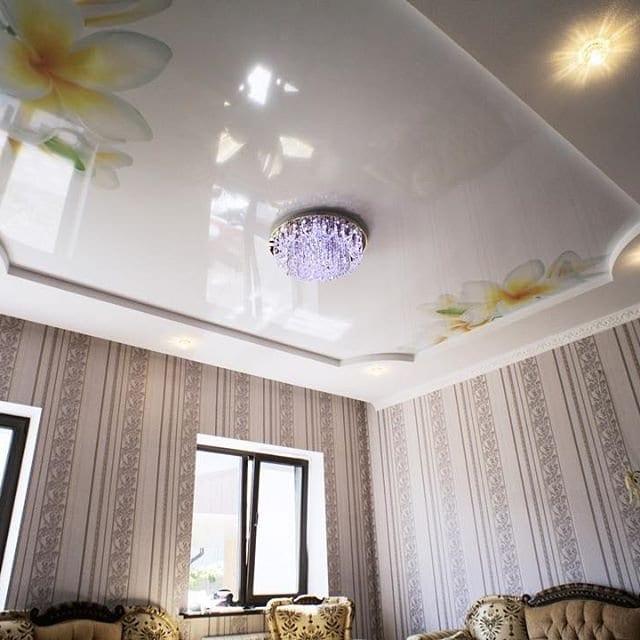 Глянцевые двухуровневые натяжные потолки фото