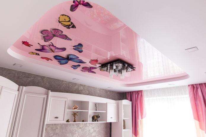 Подвесные потолки в гостиной с фотопечатью