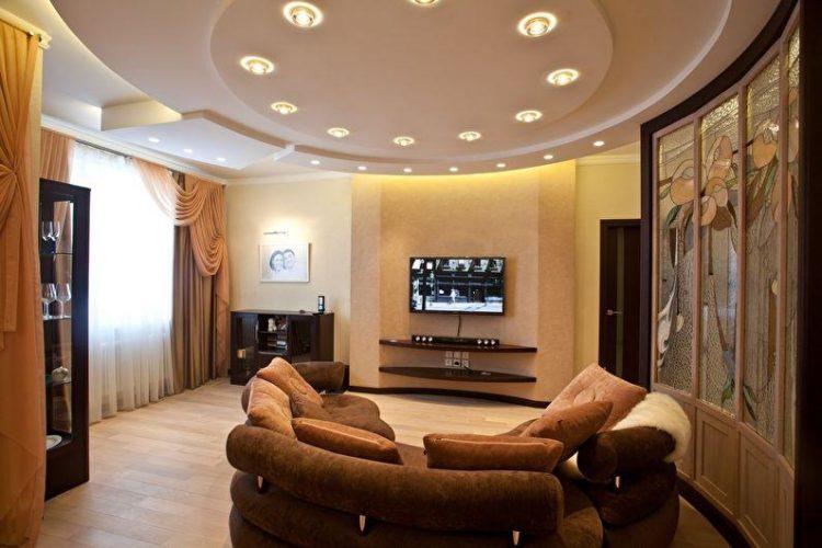 Красивые потолки в зале из гипсокартона