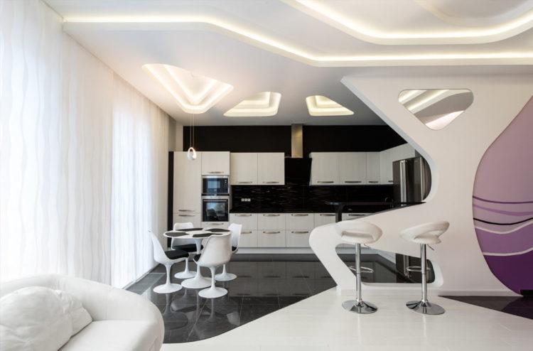 Потолок в кухне-гостиной хайтек
