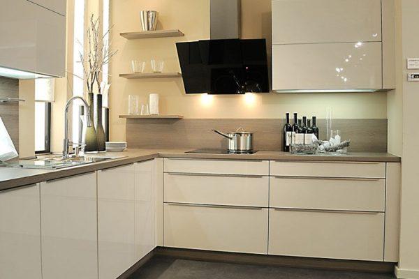 Кухонный гарнитур цвет ваниль