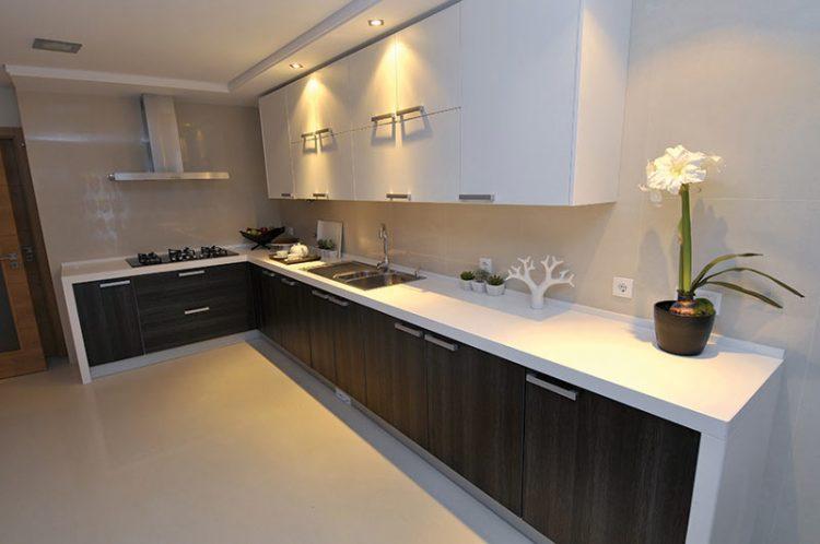 Кухни темный низ светлый верх фото