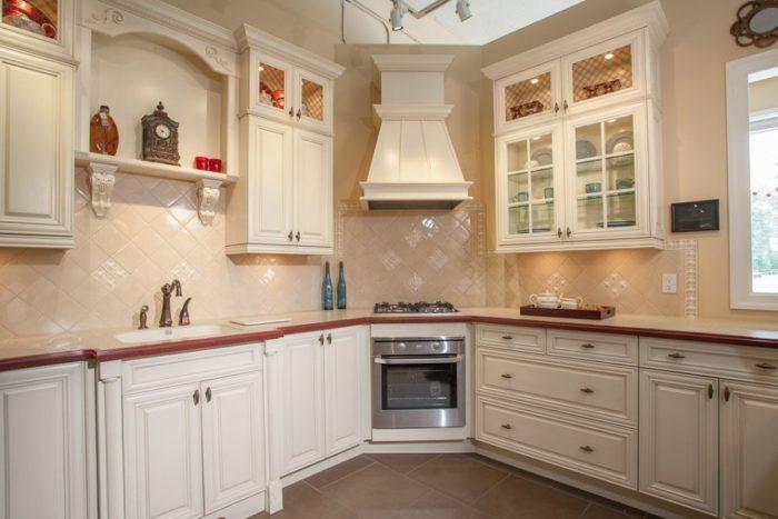Кухня цвета ваниль классика
