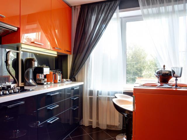 Шторы для оранжево черной кухни