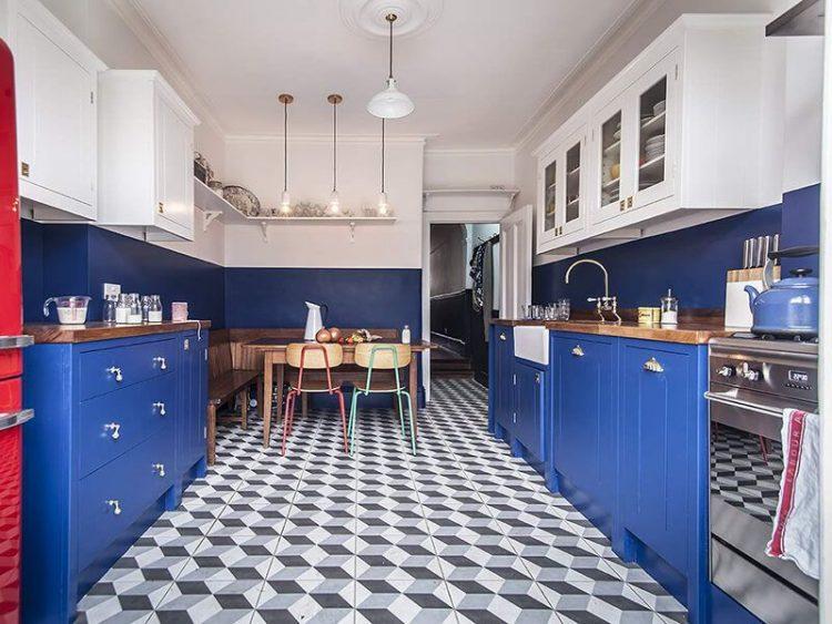 Бело синяя кухня в интерьере
