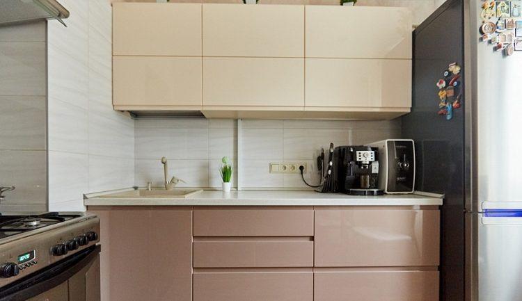 Бежевая кухня в стиле минимализм