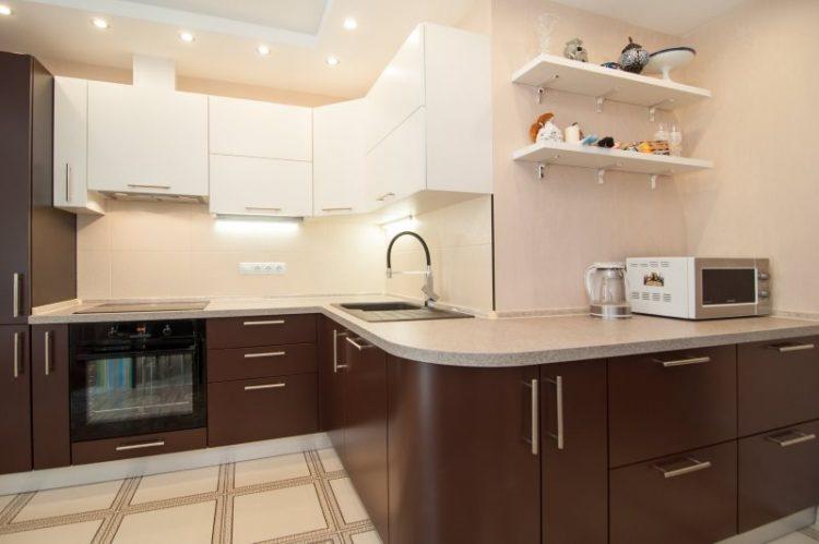 Кухонный гарнитур бежево-коричневый