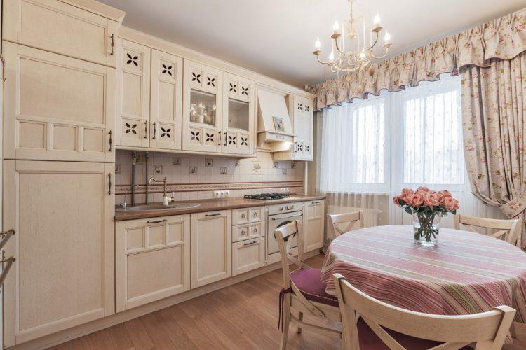 Кремовый интерьер кухни в стиле прованс