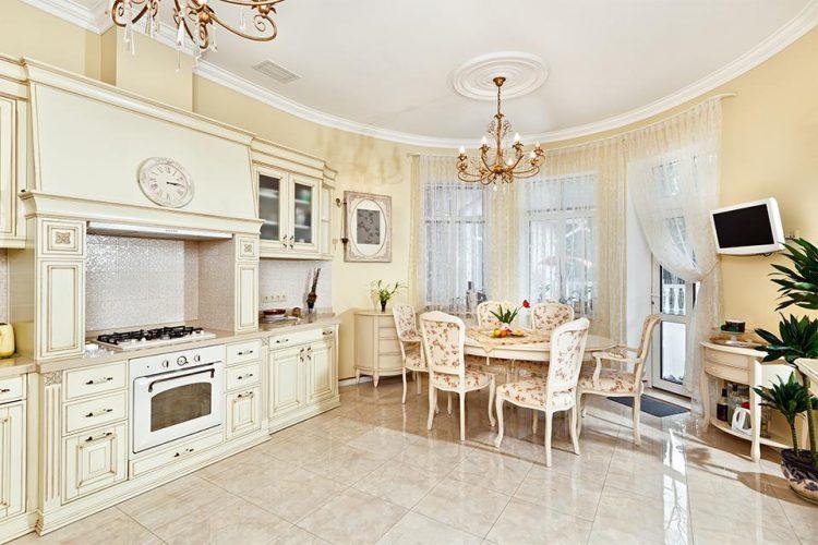 Кухня в классическом стиле бежевом цвете