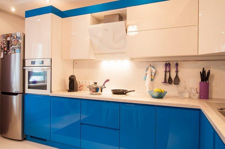 Кухня низ синий верх бежевый