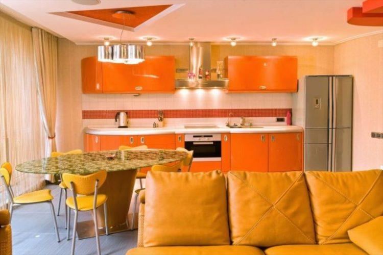 Интерьер кухни в оранжевых тонах