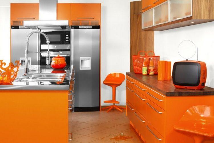 Сочетание оранжевого в интерьере кухни