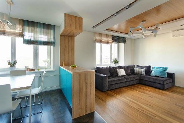 Дизайн студии с разным покрытием в гостиной и кухне