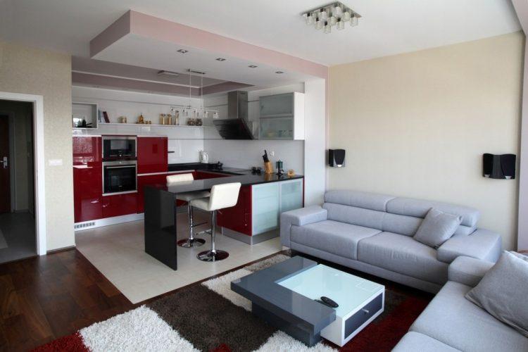 Дизайн студии с многоуровневым зонированием