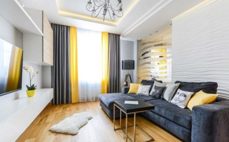 Светлый серый интерьер комнаты на 16 кв. м.
