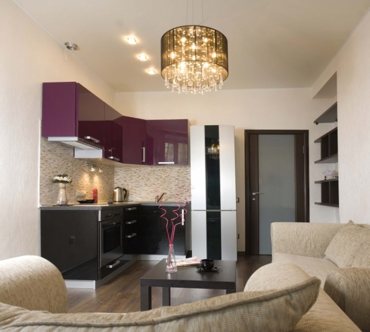 Совмещенный на 16 кв. м с кухней зал с угловым гарнитуром
