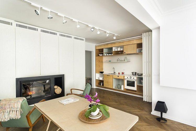 Квартира-студия со встроенными местами для хранения, скрытыми от глаз