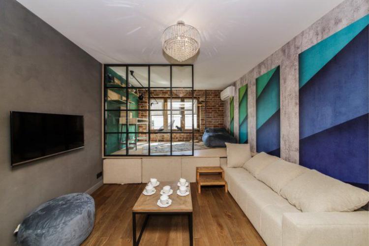 Спальня в одной комнате с гостиной площадью 16 кв. метров на подиуме