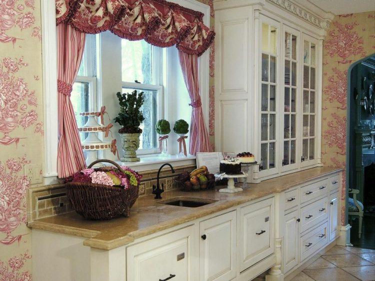 Обои с цветочком для отделки кухни в стиле прованс